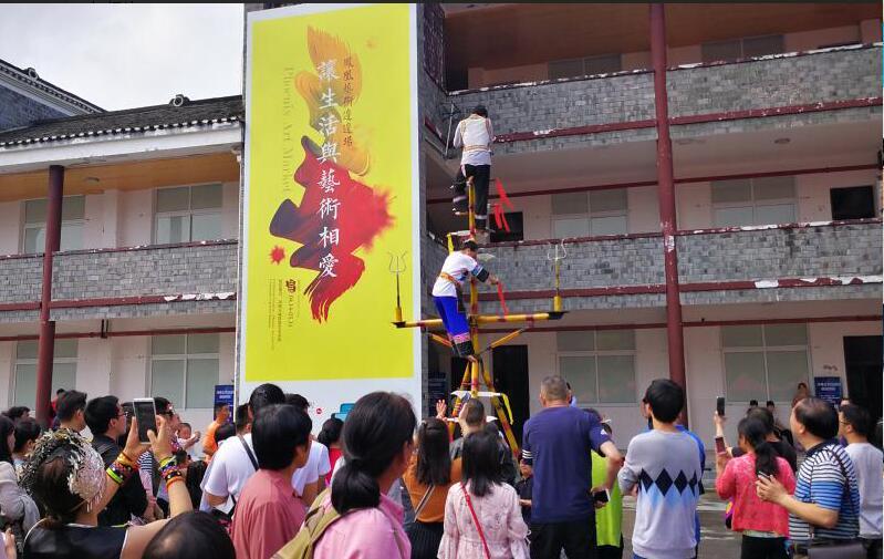 """吴冠中版画在""""凤凰边边场""""被游客""""白菜价""""收藏"""