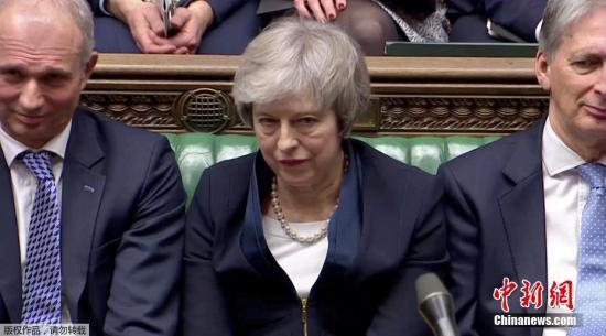 英媒:脱欧协议在议会惨败 英国徘徊在十字路口