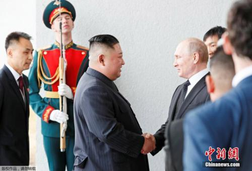 金正恩和普京在俄远东联邦大学首次会晤