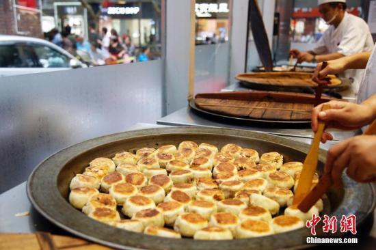 月饼大数据:销量同比增52% 莲蓉蛋黄口味卖最好