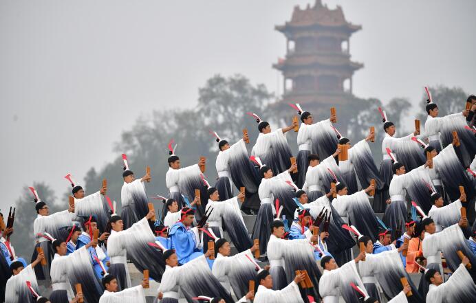 全国少数民族传统体育运动会民族大联欢活动在郑州举行