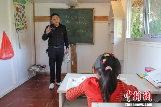 """贵州开通""""绿色通道""""不让一个贫困孩子失学"""