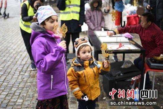 中国(四川)大熊猫文化旅游周活动在丹麦哥本哈根启幕