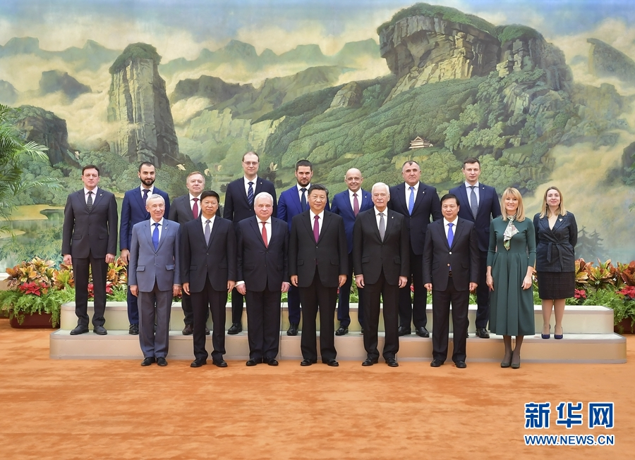 习近平会见统一俄罗斯党代表团