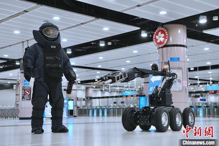 """香港举行代号为""""夺峰""""的跨部门反恐演习"""