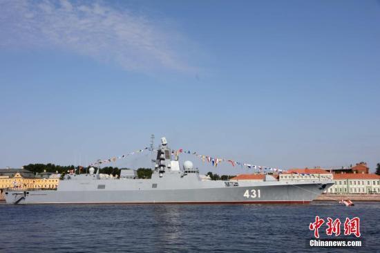 俄海军日阅兵46艘各级舰艇参加